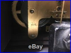 Nice Elegant Antique Seth Thomas Mantle Clock Faux Wood Grain Veneer 89AL